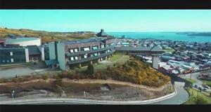 """Toma aérea de la USS en Puerto Montt, parte inicial del video """"Happy"""""""