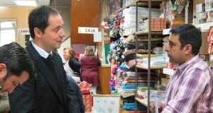 Seremi del Trabajo, Gonzalo Reyes, difundiendo el feriado irrenunciable de fin de año en el comercio local
